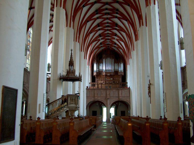 Современный интерьер церкви св. Фомы, г. Лейпциг