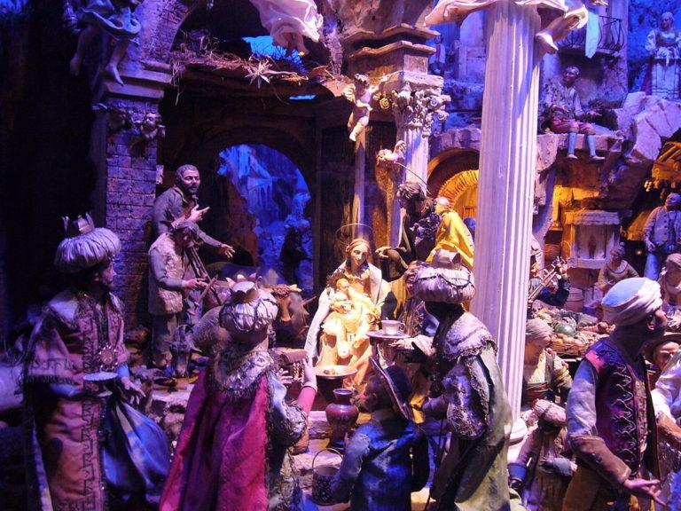 Неаполитанский рождественский вертеп со сценой поклонения волхвов