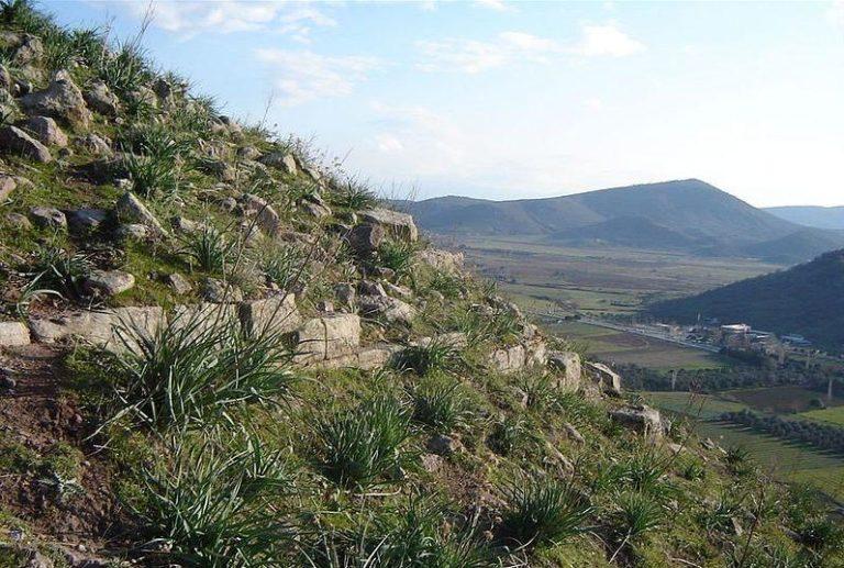 Местность древнего Атарнея, вблизи Дикили, Турция