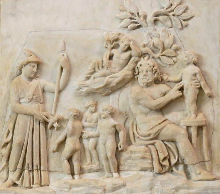 Афина смотрит как Прометей создает человека. III в. до н.э.
