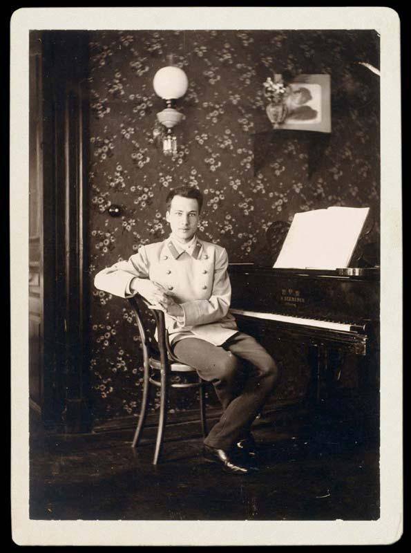 Андрей Белый в гостиной арбатской квартиры. 1900-1901.
