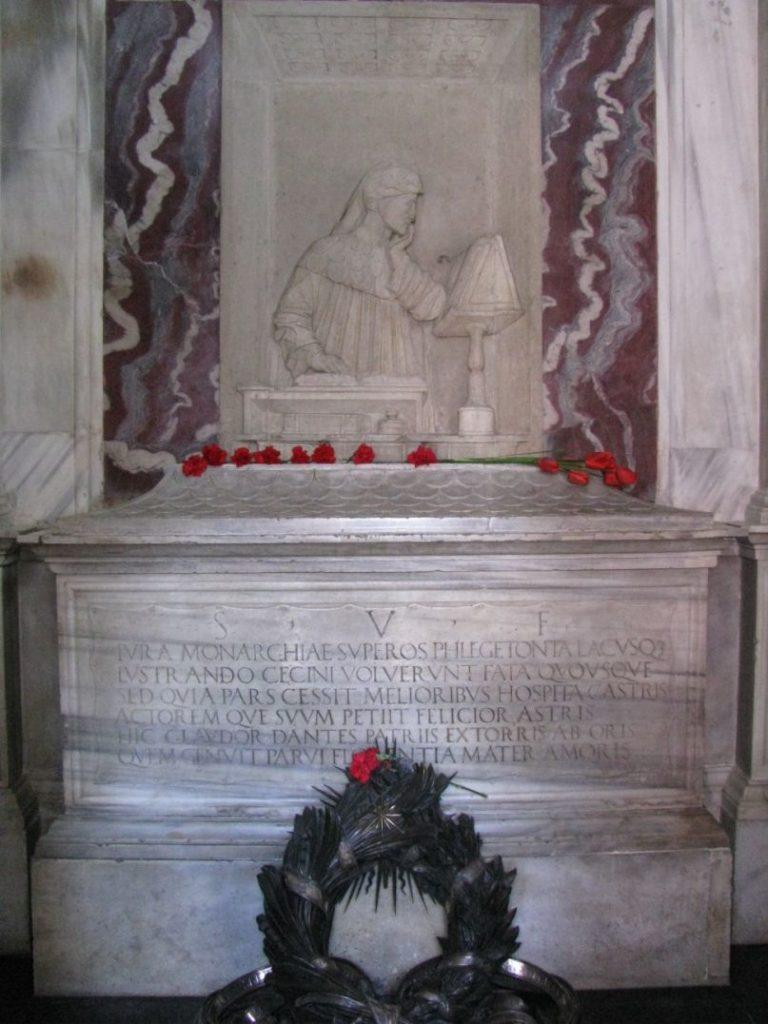 Барельеф и саркофаг Данте
