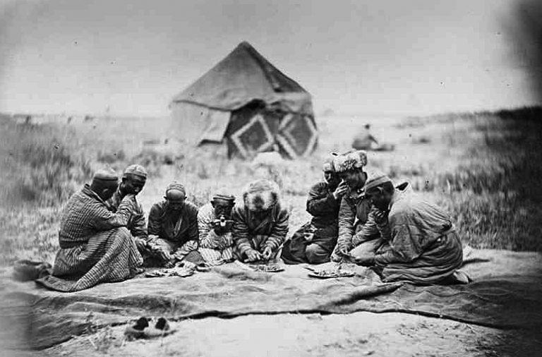 Киргиз-кайсаки за едой. 1865