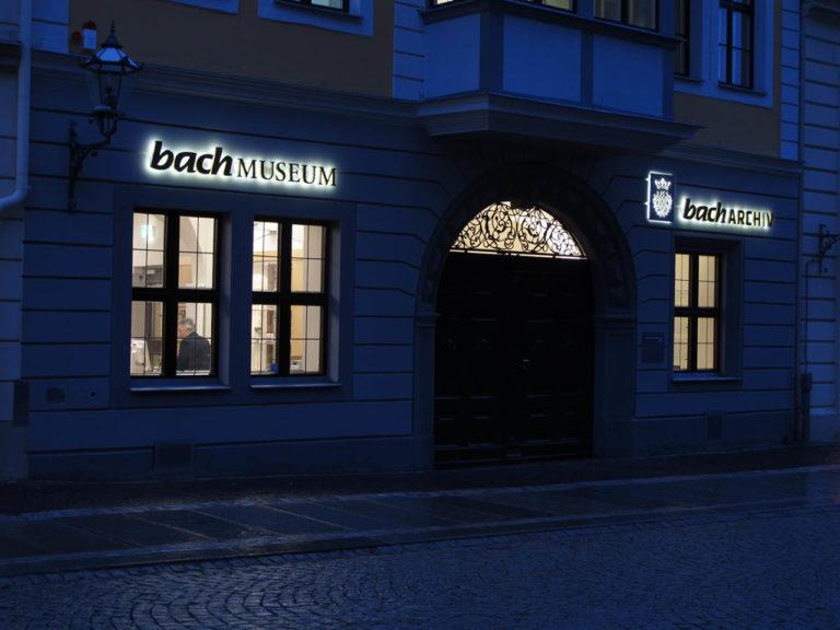 Музей и архив И.С.Баха в современном Лейпциге ночью