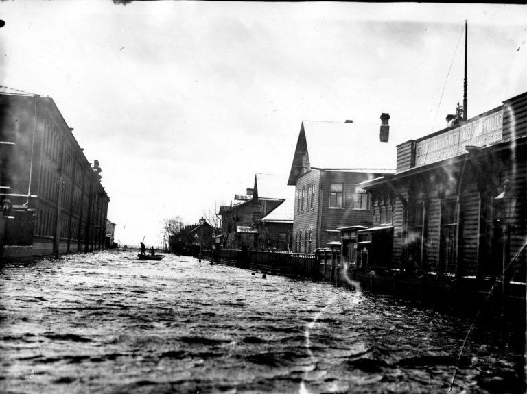 Наводнение. Большой проспект Васильевского острова. 1903