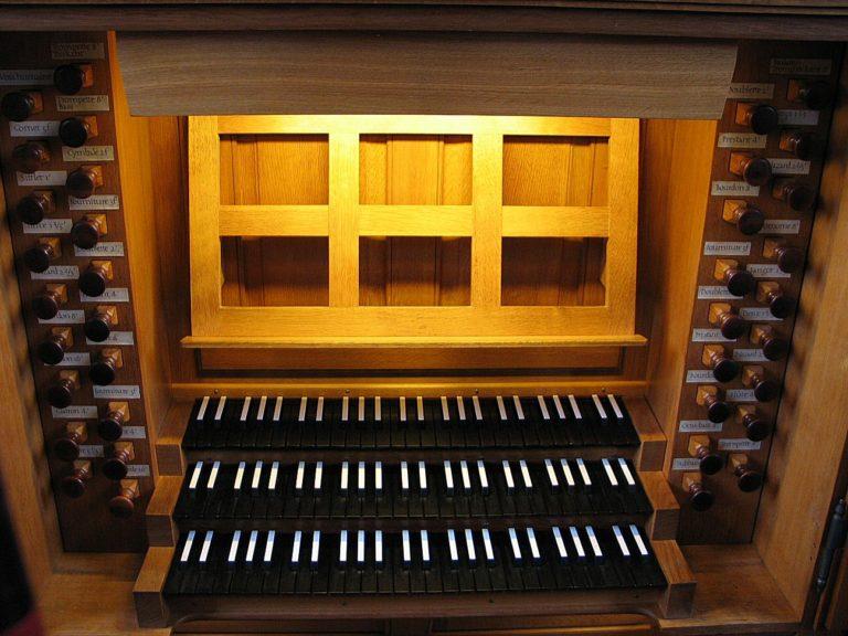 Орган с тремя мануалами. 1761-2005