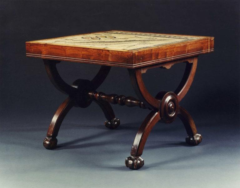 Древнеримский стол с мозаичной инкрустацией