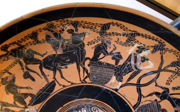 Сатиры и менады собирают урожай винограда (конец VI в. до н.э.)