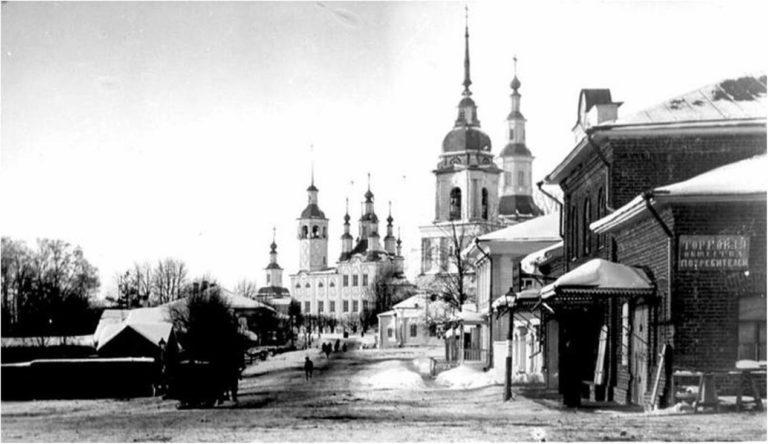 Центр г. Тотьма в начале XX в.