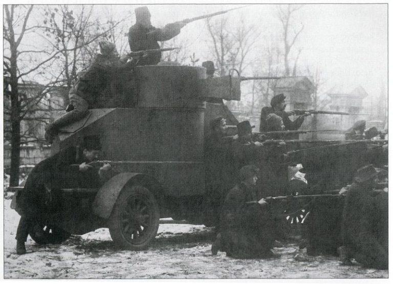 Броневик «Лейтенант Шмидт», захваченный красногвардейцами у юнкеров