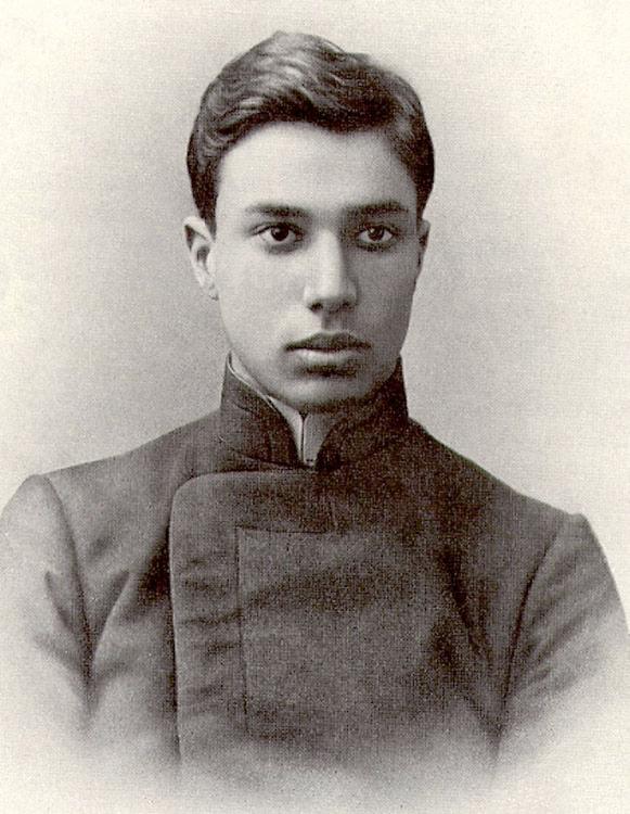 Борис Пастернак в гимназической форме