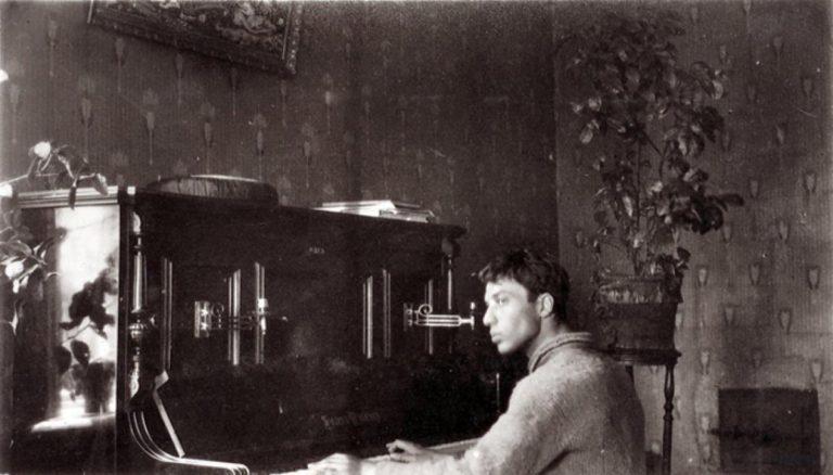 Борис Пастернак за фортепиано