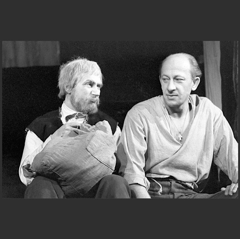 Евгений Александрович Евстигнеев (1926—1992) в роли Сатина и Игорь Владимирович Кваша (1933—2012) в роли Луки