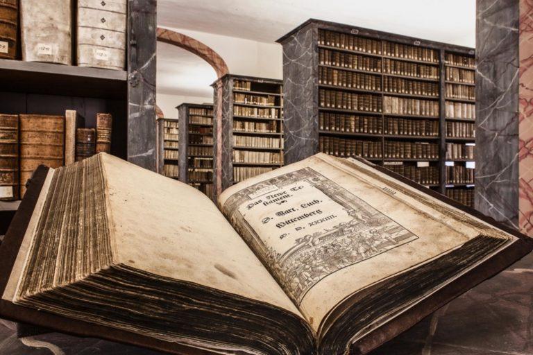 Лютеровская Библия в барочной библиотеке Фондов Франке, Галле (Саксония-Анхальт)