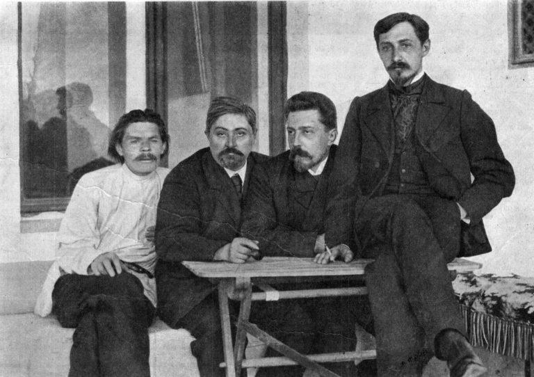 Максим Горький (1868—1936), Дмитрий Наркисович Мамин-Сибиряк (1852—1912), Николай Дмитриевич Телешов (1867—1957) и Иван Бунин. 1902. Ялта