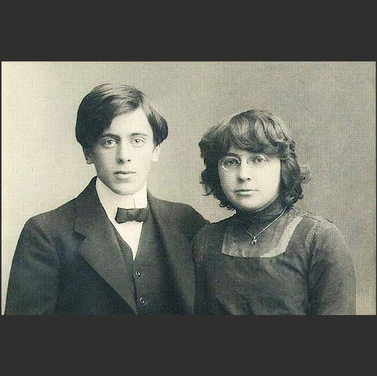 Марина Цветаева с мужем Сергеем Яковлевичем Эфроном (1893—1941) — публицистом, литератором, офицером Белой армии, впоследствии агентом НКВД