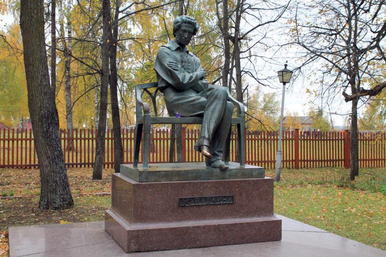 Памятник А.C. Пушкину в Болдино