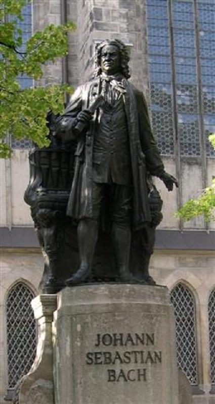 Памятник И.С.Баху в Лейпциге, у церкви Св Фомы