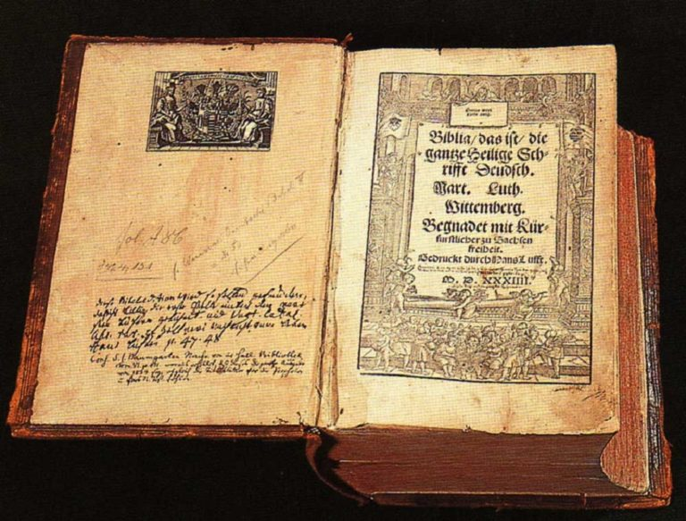 Первое издание полной Библии в переводе Мартина Лютера на немецкий язык. 1534