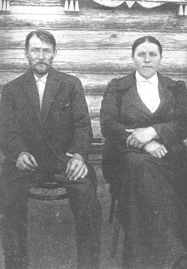 Родители поэта — Александр Никитич Есенин (1873—1931) и Татьяна Федоровна Есенина (Титова, 1865—1955)