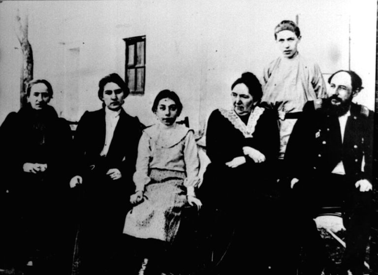 Семья Велимира Хлебникова. 1900-е