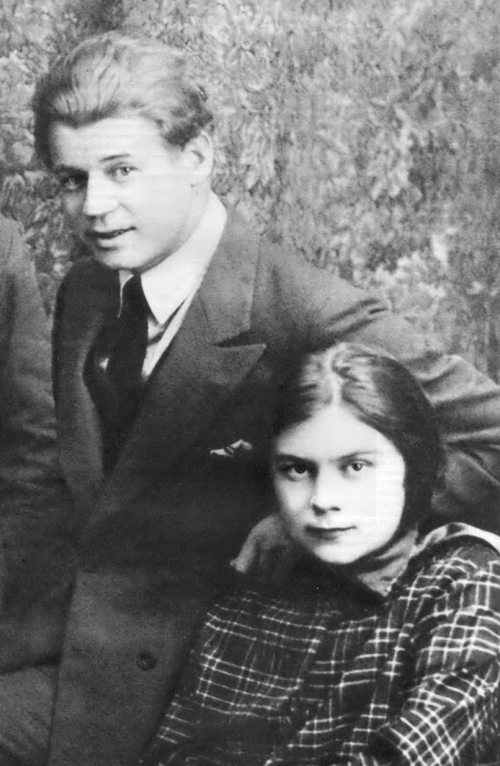 Сергей Есенин и его последняя жена Софья Андреевна Толстая-Есенина (1900—1957), внучка графа Льва Николаевича Толстого (1828—1910)