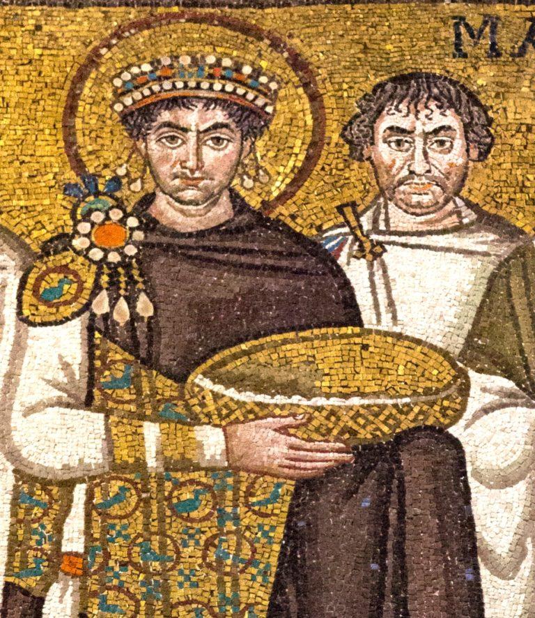 Юстиниан со свитой. VI в.