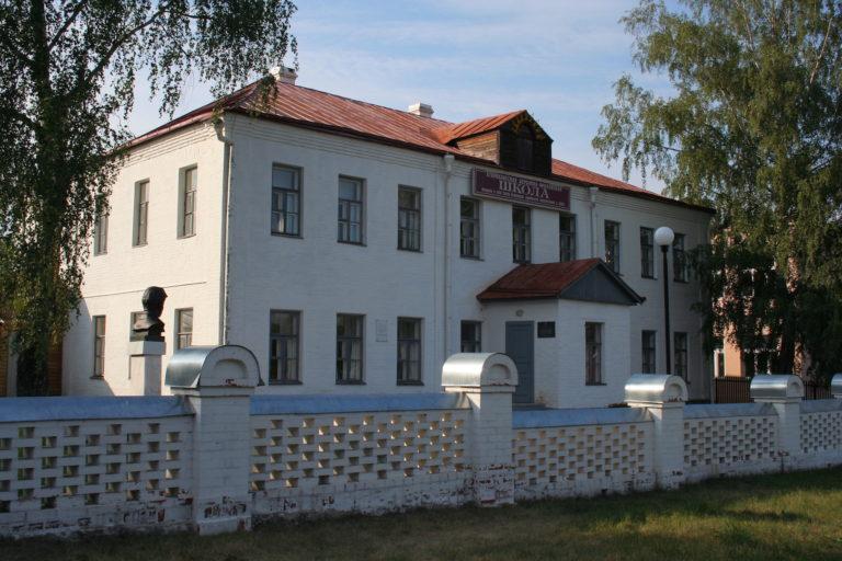 Здание церковно-учительской школы в Спас-Клепиках, в которой в 1909—1912 годах учился Есенин