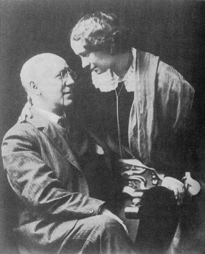 Федор Сологуб со своей женой Анастасией Чеботаревской