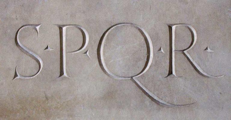 Аббревиатура SPQR – Senatus Populus que Romanus, «Сенат и народ Рима»