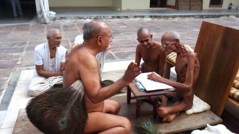 Аскет, принявший джайнский обет саллекхана (прогрессирующий пост)