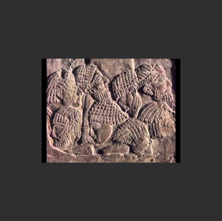 Ассирийский рельеф с изображением отрубленных голов врагов