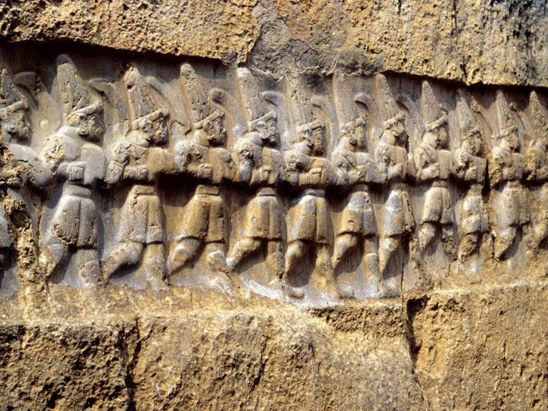 Барельеф с хеттскими воинами