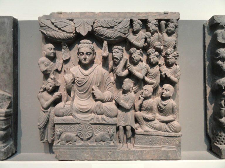 Барельеф с изображением проповеди Будды. II–III вв.