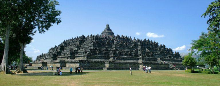 Боробудур - один из величайших памятников буддизма (Индонезия)
