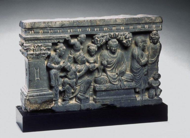Будда посещает бывшую жену и сына. Гандхара, II–III вв.