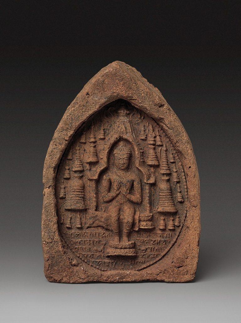 Будда, сидящий в храме. IX–X вв. Бихар