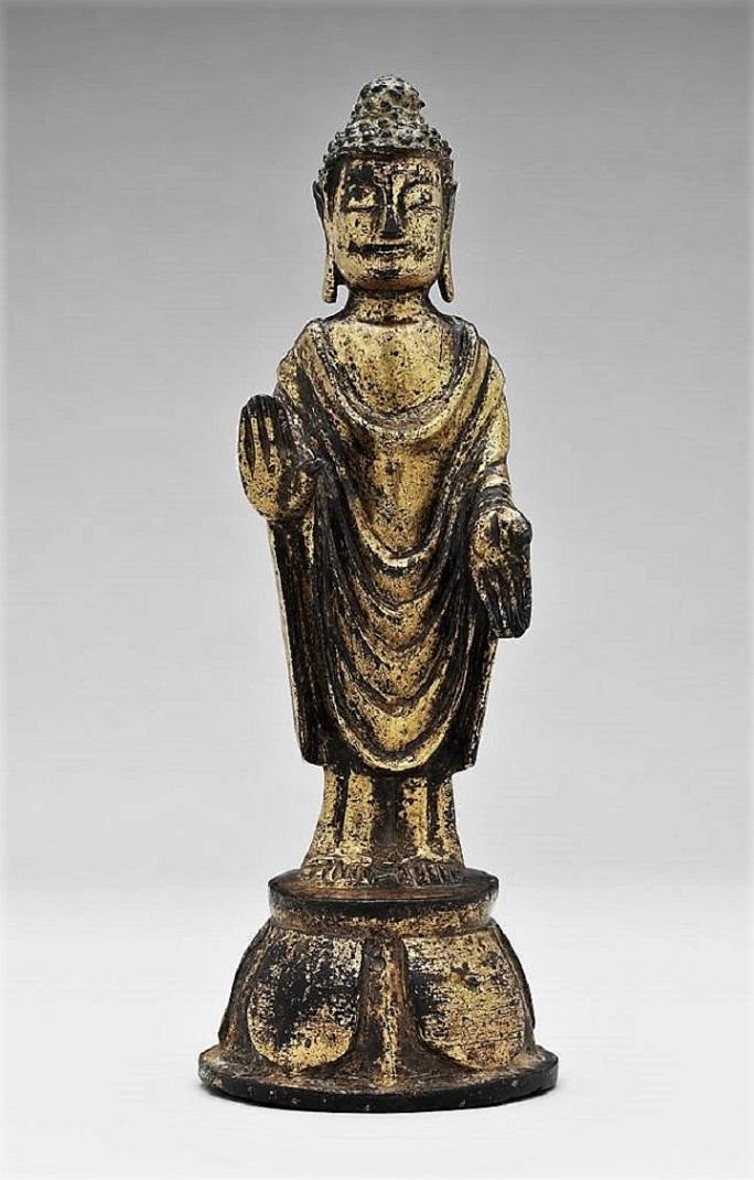 Будда, стоящий на основании в форме лотоса. Корея, VII в.