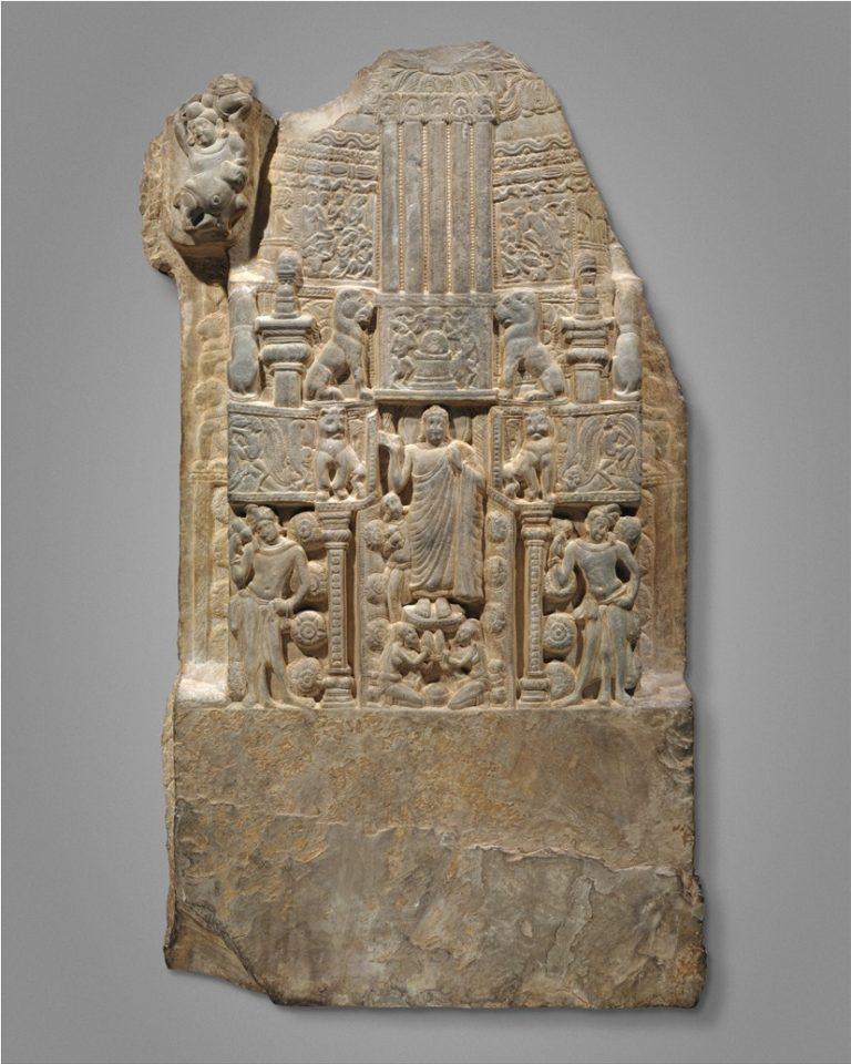 Будда, стоящий в воротах ступы. Индия, III–IV вв.
