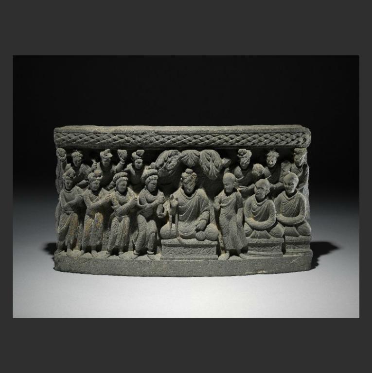 Будда в окружении буддийских монахов и монахинь. II-III вв.