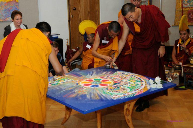 Буддийский ритуал разрушения мандалы