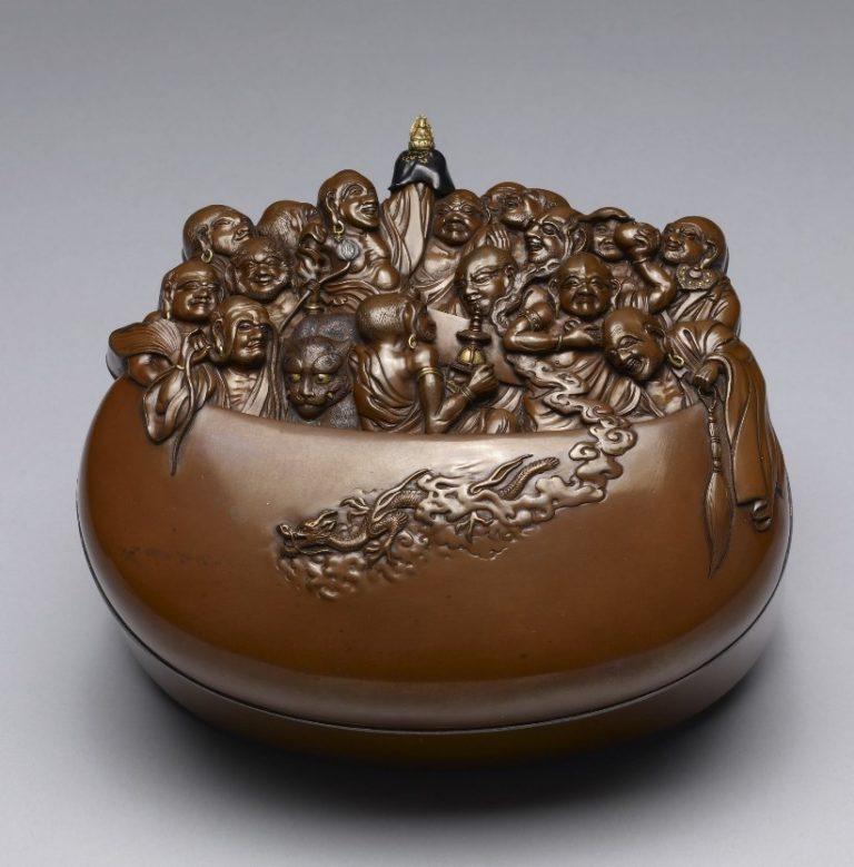 Чаша с крышкой в форме 16 архатов. Япония, XIX в.