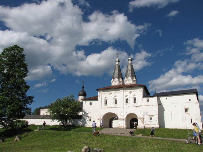 Ферапонтов Белозерский Богородице-Рождественский монастырь. Ворота