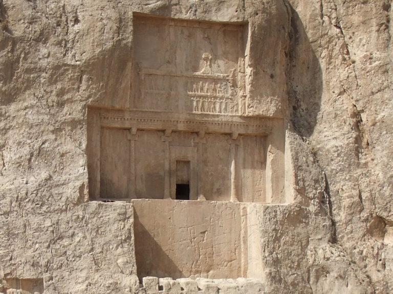Гробница Дария I в скалах Накше-Рустам, Иран