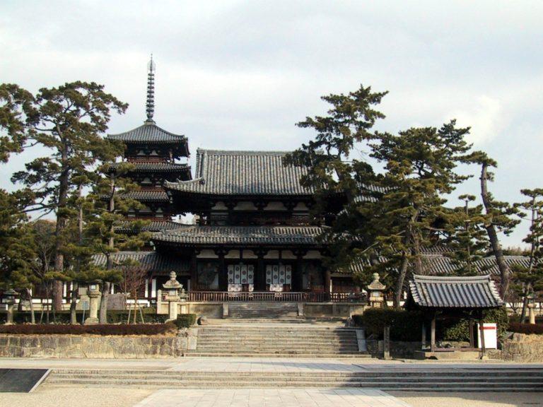 Храм Хорю-дзи, несущий традиции хоссо (школы йогачары)