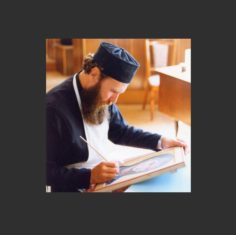 Иконописец о. Зинон за работой