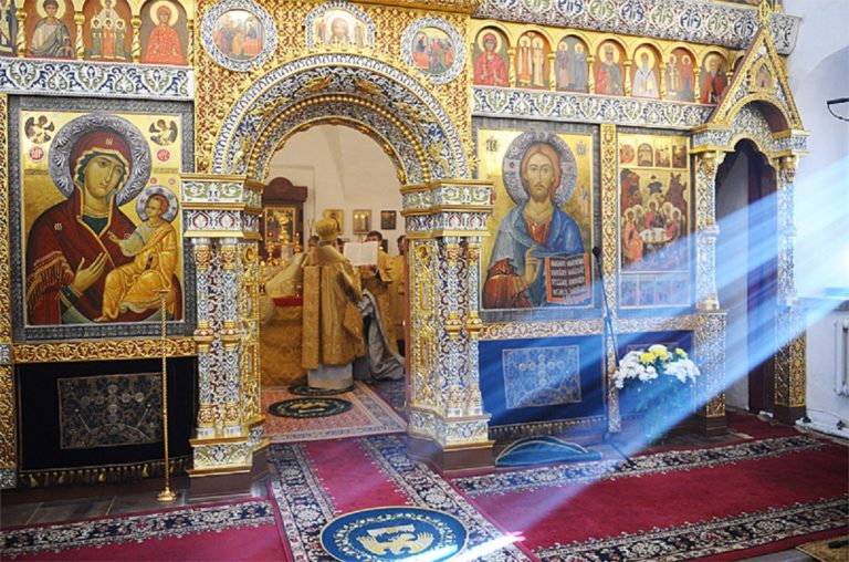 Иконостас храма Троицы в Хохлах