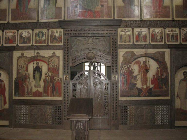 Иконостас и царские врата храма Андрея Стратилата