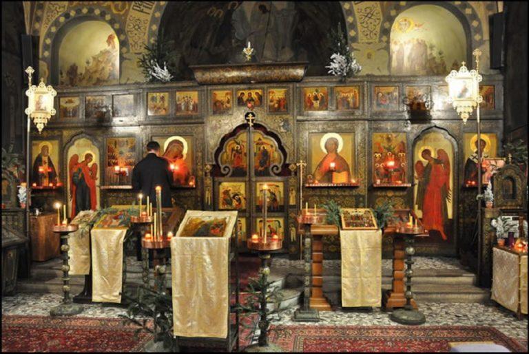 Интерьер Успенской церкви на Сент- Женевьев-де-Буа