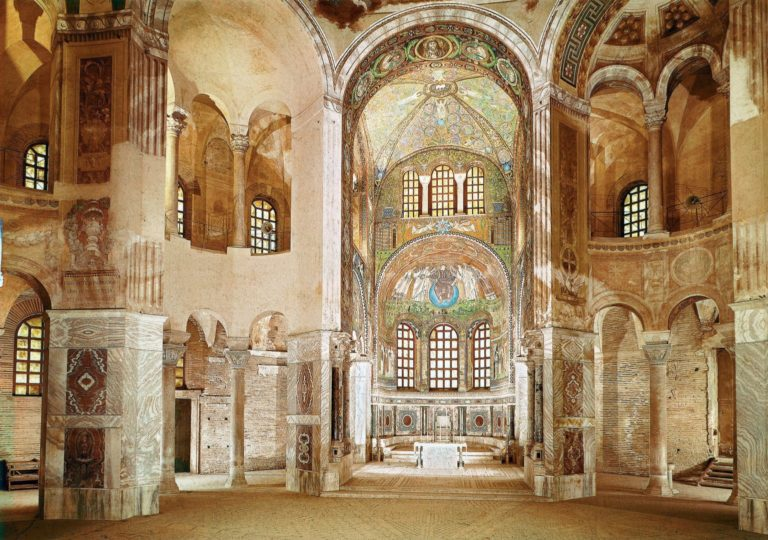 Интерьер базилики Сан-Витале. VI в. Равенна
